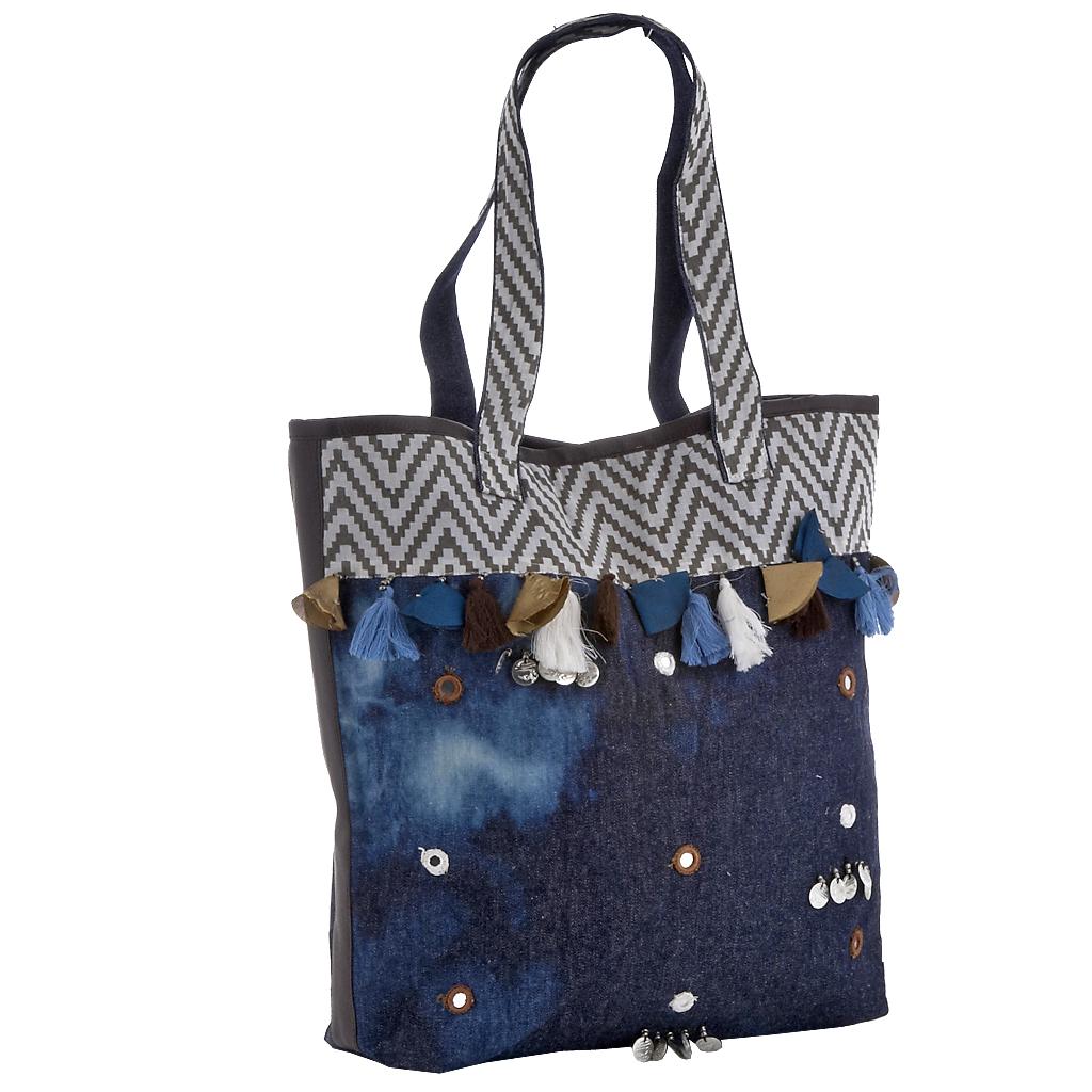 9967843178 Τσάντα καθημερινή τζίν έθνικ με καθρεφτάκια   φούντες - 4Queens.gr