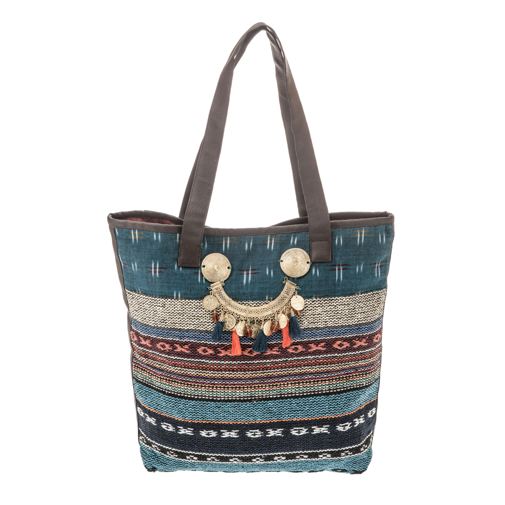 8c50c67258 Τσάντα μεγάλη έθνικ με μέταλλα   φλουριά - 4Queens.gr